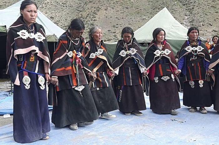Wah, Desa Terpencil di Himalaya Ini Punya Tradisi Unik Berbagi Istri!