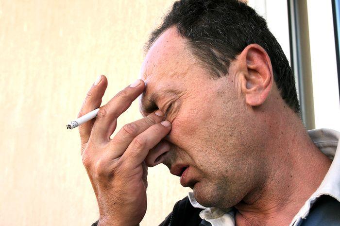 Merokok dapat menyebabkan kebutaan.