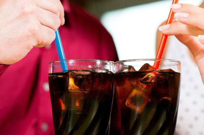 4 Efek Samping Minum Soda