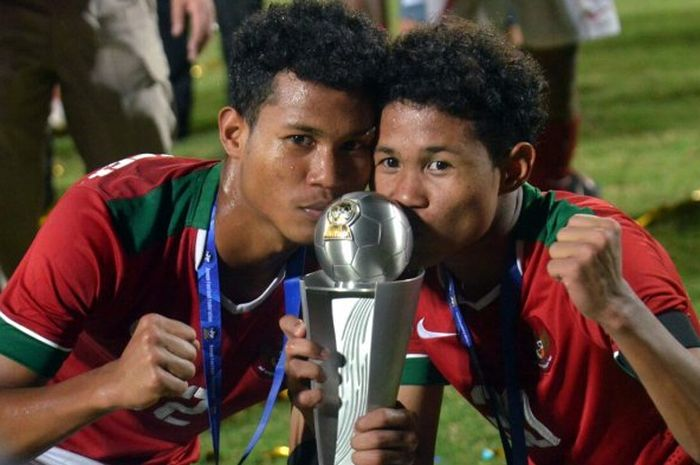 Dua pemain Timnas U-16 Indonesia yang merupakan saudara kembar, Amiruddin Bagas Kaffa (kiri) dan Ami