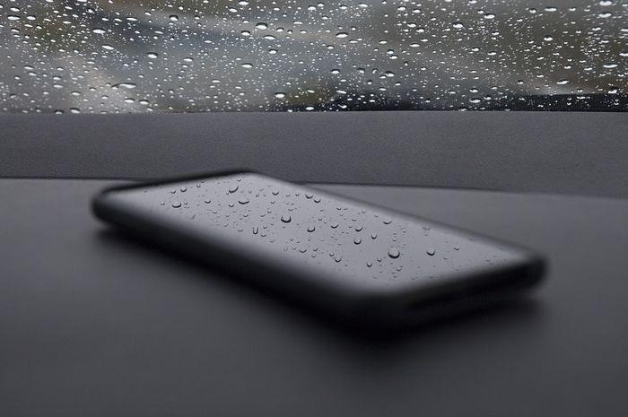 Smartphone tahan air.