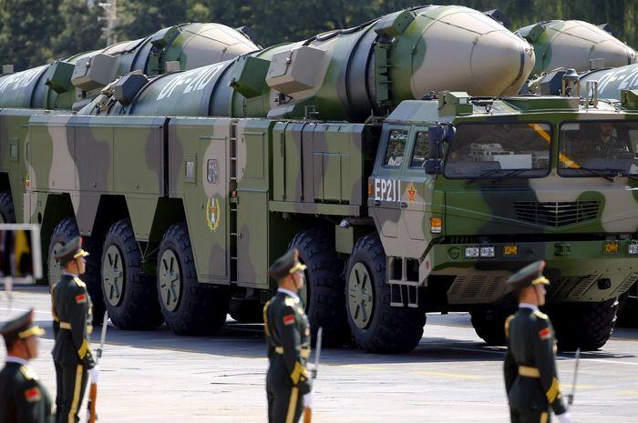 Rudal balistik DF-21 buatan China.
