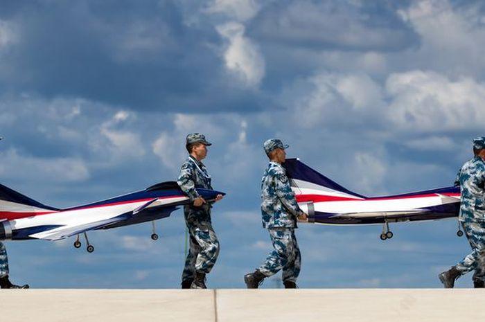 Beberapa pesawat tempur China dibangun berdasarkan desain yang dibeli atau dicolong dari negara lain, benarkah?