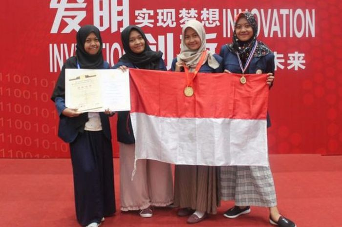 Empat mahasiswa Unair raih medali emas dalam 10th International Exhibition of Inventions and The 3rd World Invention and Innovation Forum 2018 di China