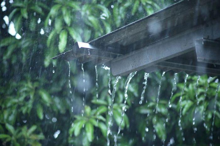 Hadapi Musim Hujan, Yuk Panen Air Hujan dengan 4 Metode Ini!