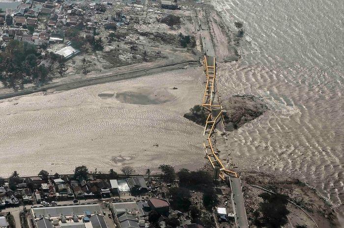 Jembatan Kuning di palu Ambruk akibat gempa Donggala
