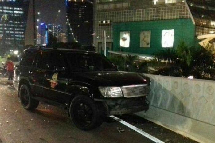 Mobil yang dikendarai Marko Simic mengalami kecelakaan di daerah Semanggi, Jakarta Selatan pada Seni