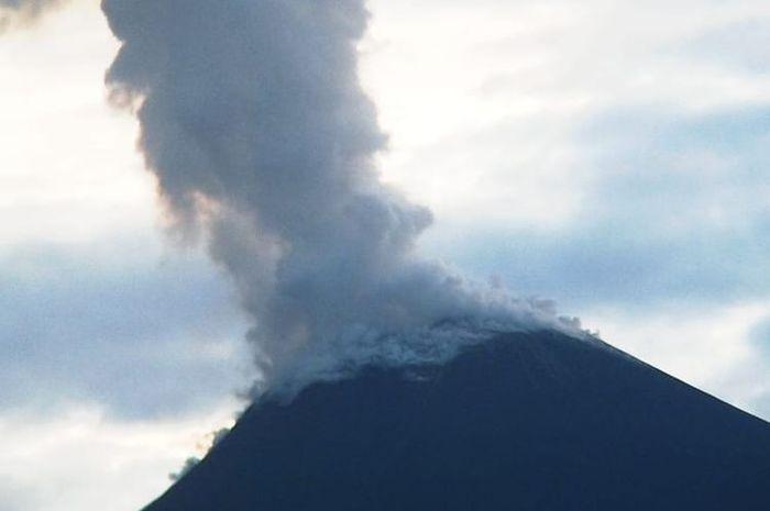 Gunung Soputan di Minahasa, Sulawesi Utara