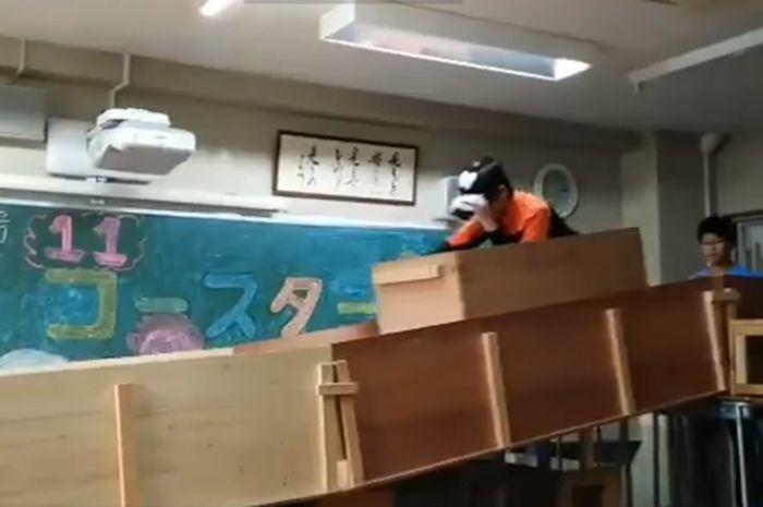 Pelajar di Jepang bikin Roller Coaster di Kelas