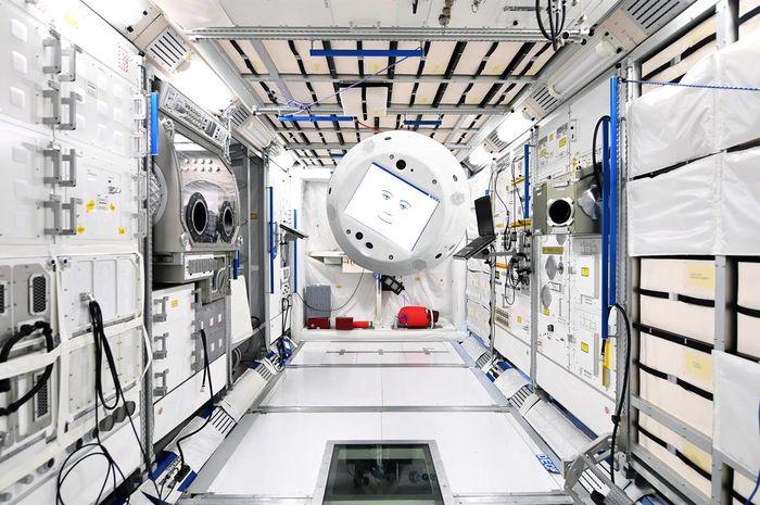 CIMON, robot pintar di ruang angkasa