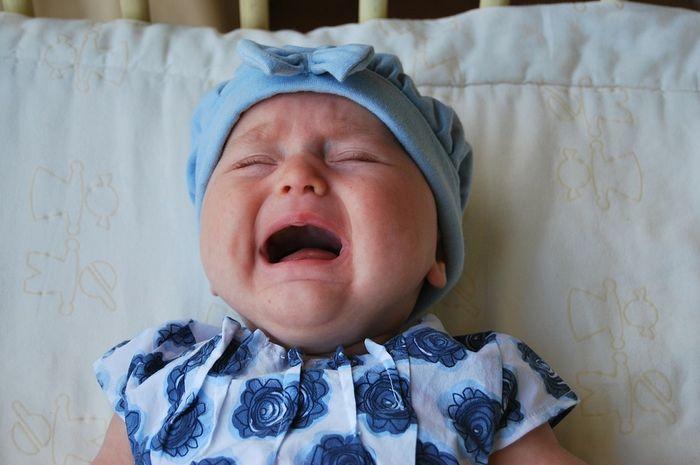 Moms wajib tahu, ini 9 tanda bayi mengalami kelelahan!