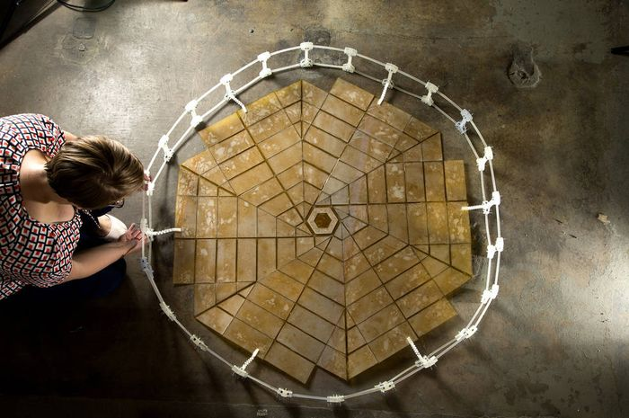 Contoh susunan panel surya NASA menggunakan teknik origami (Shannon Zirbel)