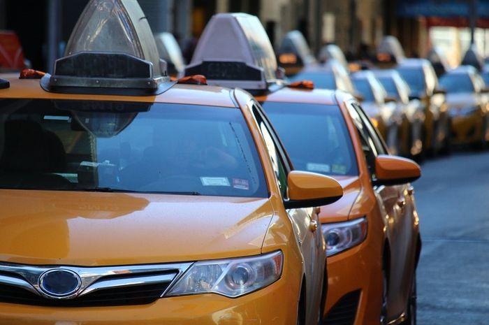 Driver uber dapat pesanan untuk menjemput penumpang yang ternyata istri bersama selingkuhannya.