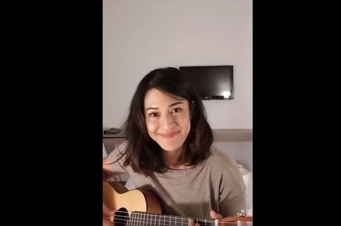 Dian Sastro cover lagu 'Tentang Aku' dari Jingga