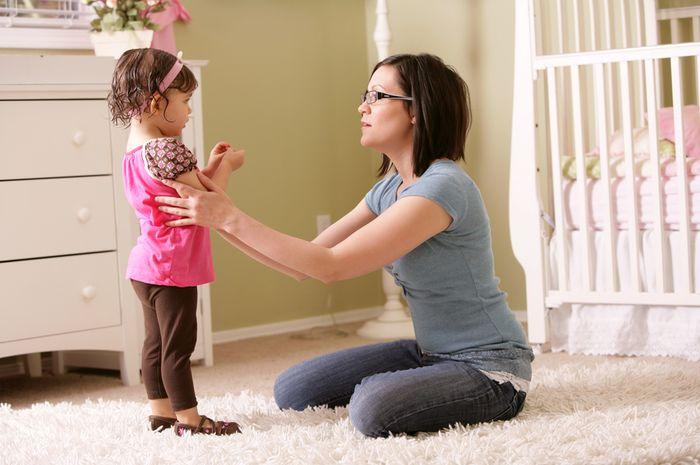 Jangan dimarahi, 4 alasan ini bisa jadi penyebab Si Kecil memukul Moms