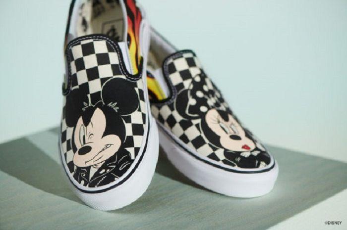 Sepatu hasil kolaborasi Vans dengan Disney