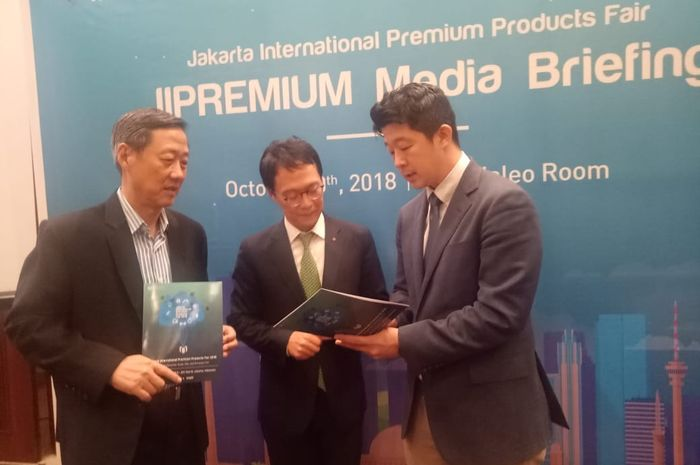 Steve Hong, Assistant Chief Representative KITA, Jin Wook Hwang, Head Director Indonesia Division Global Business Team Coex, Andrew Soh, CEO PT Aremgo Grafindo