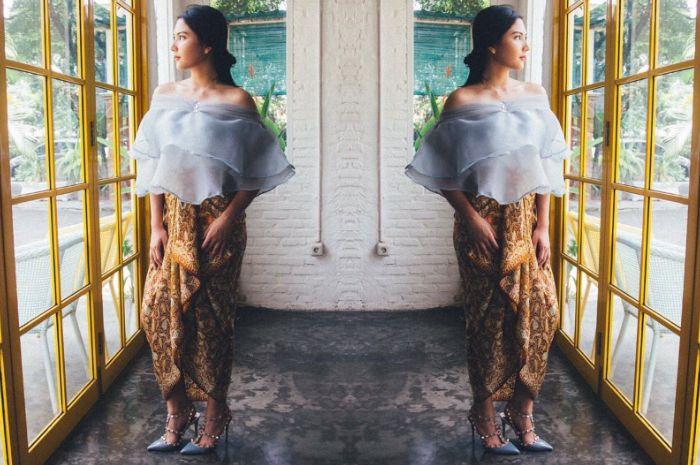 Ilustrasi menggunakan kain lilit untuk outfit kondangan ala Jessica Mila
