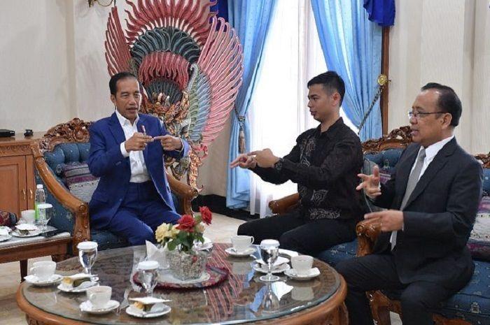 Surya Sahetapy bagikan momen saat Presiden Jokowi belajar bahasa isyarat