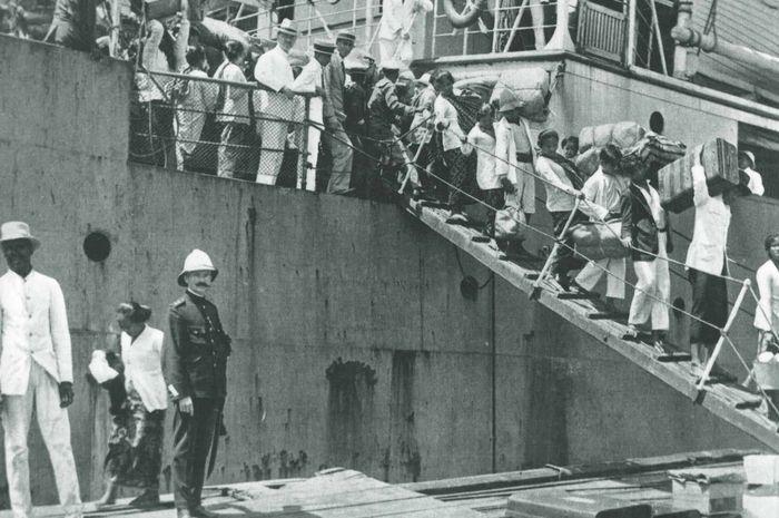 Tenaga buruh Jawa yang datang ke Suriname.