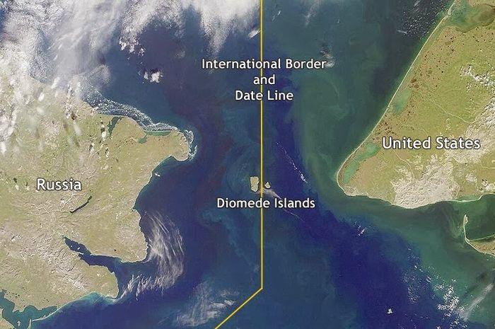 Kepulauan Diomede menjadi batas negara antara Amerika Serikat dan Rusia.