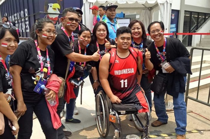 Tim Sariayu Martha Tilaar ketika menyaksikan dan mendukung atlet Asian Para Games 2018