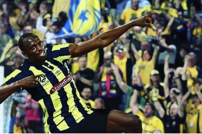 Usain Bolt sukses cetak dua gol dalam laga debutnya