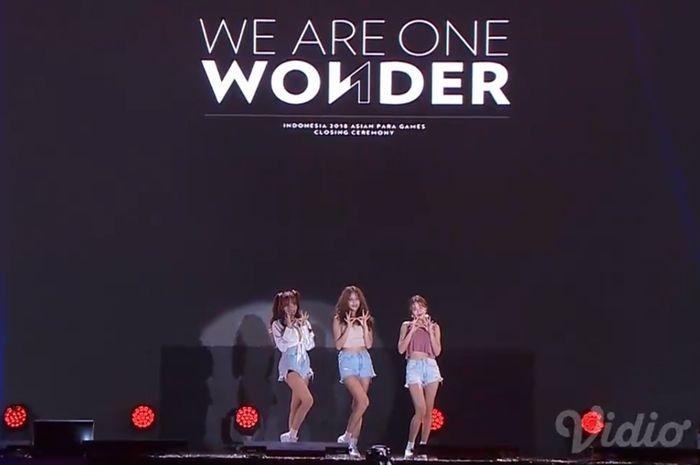 Penampilan girlband asal Korea, AOA di closing ceremony Asian Para Games 2018 malam ini (13/10) di Stadion Madya Gelora Bung Karno, Jakarta