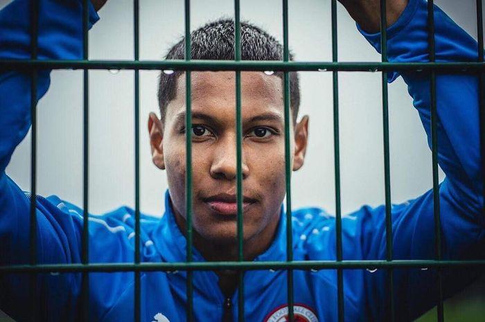 Darren Sidoel pemain klub Ingggris Reading keturunan Indonesia.