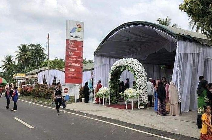 Pesta pernikahan di SPBU