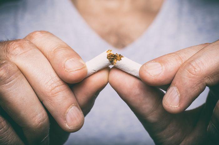 Berhenti merokok dapat menurunkan risiko kanker paru.