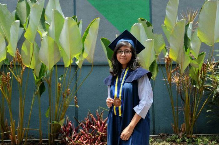 Kalyana Anjani, menjadi lulusan termuda ITB d usia 18 tahun. Jumat (19/10/2018) ini, kalyana d wisuda di Sasana Budaya Ganesha (Sabuga) Bandung.