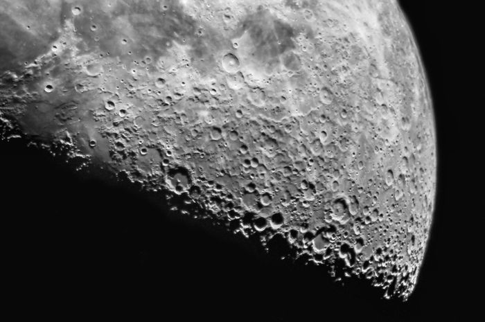 empat tahun lagi, bulan buatan manusia mengorbit ke luar angkasa