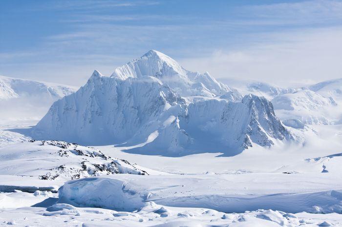 Ilustrasi lempeng es di Antartika.