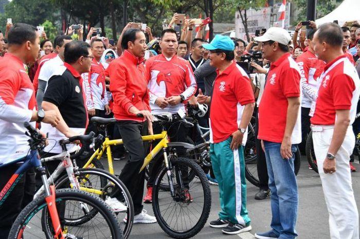 Alasan Presiden Joko Widodo sering bagi-bagi sepeda.