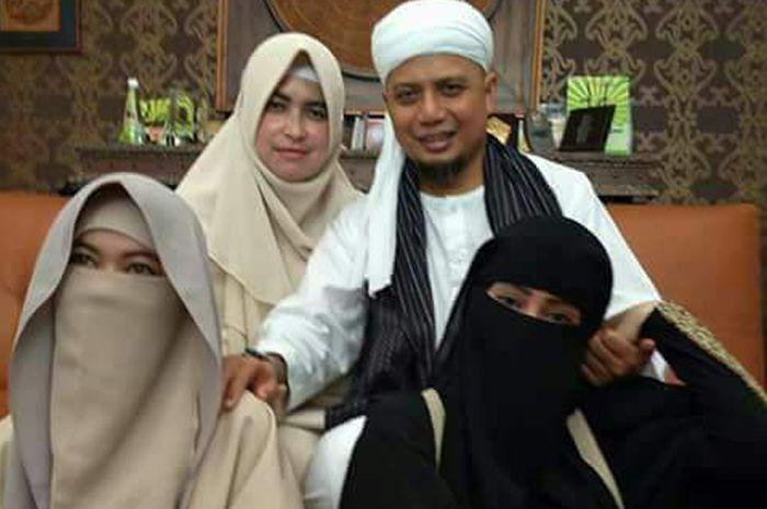 Ustaz Arifin Ilham dan 3 Istrinya