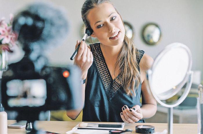 Ilustrasi menjadi vlogger atau beauty influencer