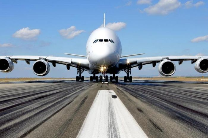 Pesawat saat take-off.