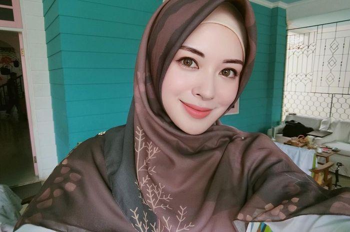 Intip jenis hijab favorit Ayana Jihye Moon yuk!