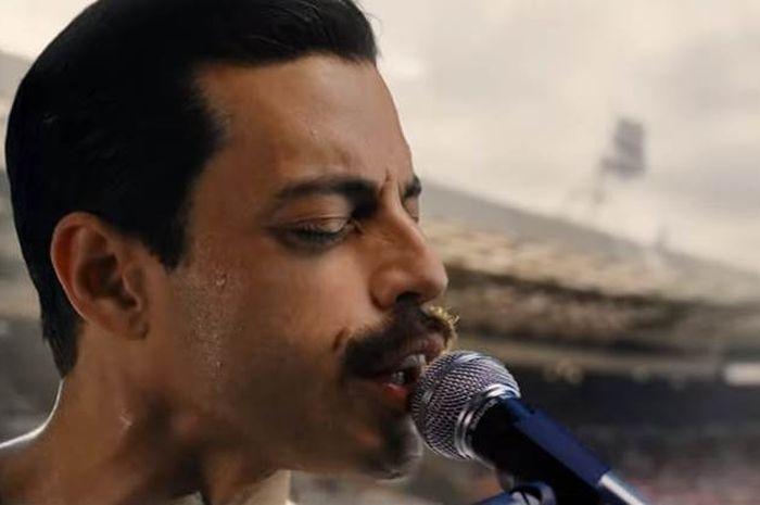 Rami Malek berperan sebagai Freddie Mercury di Bohemian Rhapsody