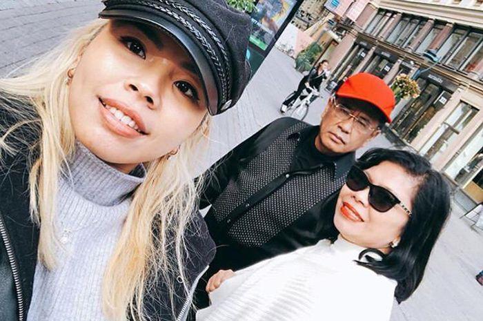 Hotman Paris dan keluarga
