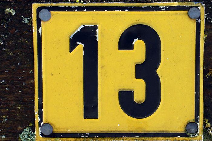 Mitos angka 13. Dari mana asal-usulnya?