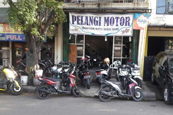 Diler motor bekas Pelangi motor yang berlokasi di bilangan Jalan Basuki Rahmat, Jatinegara, Kampung Melayu, Jakarta Timur.