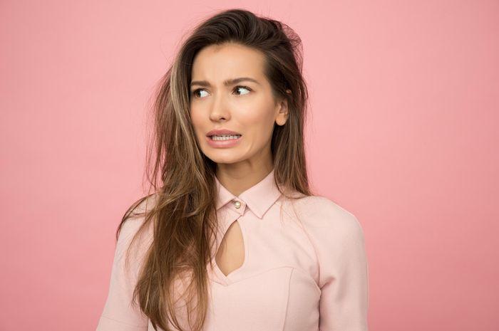 3 Kebiasaan Buruk yang Dapat Merusak Rambut