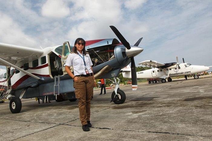 Putri Ghassani buktikan jika perempuan juga bisa jadi pilot