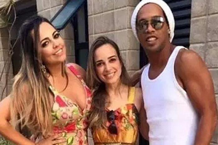 Ronaldinho dan dua tunangannya