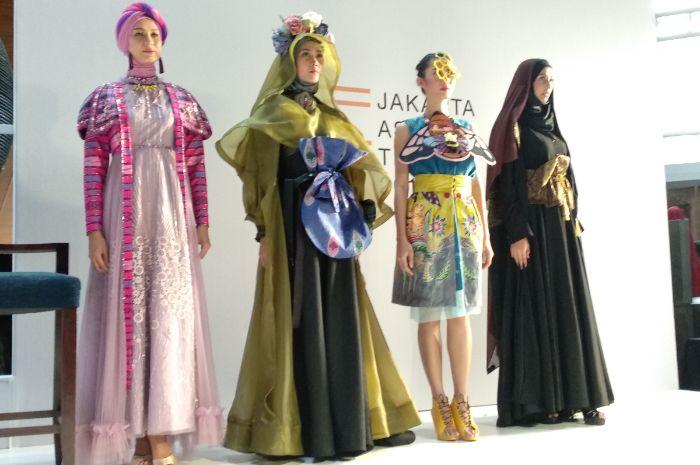 Desainer IFC Jakarta Chapter gelar Jakarta Fashion Trend 2019 yang bertajuk Singularity