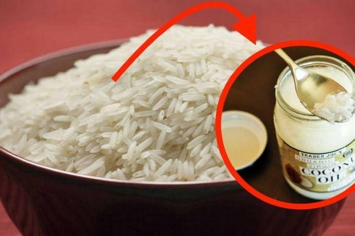 Memasak nasi dengan minyak kelapa