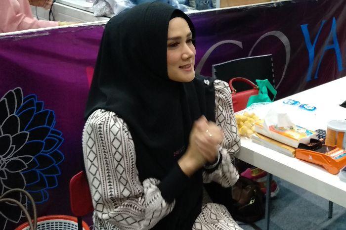Mulan Jameela saat ditemui Grid.ID di Hijrah Fest 2018 di JCC Senayan, Jakarta Pusat