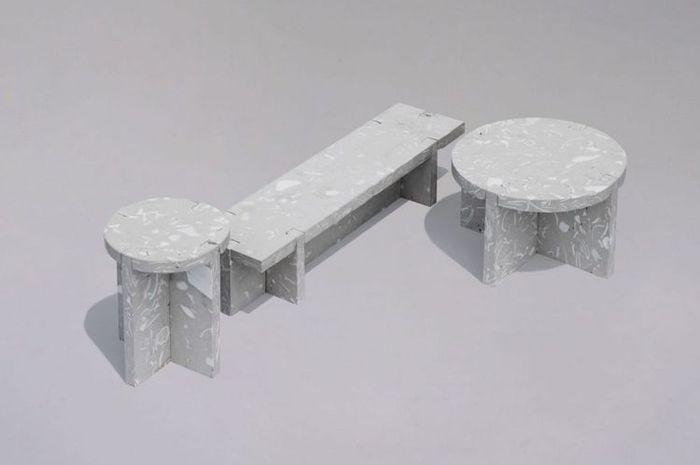 Bahan baku furnitur ini terbuat dari campuran pecahan keramik serta beton